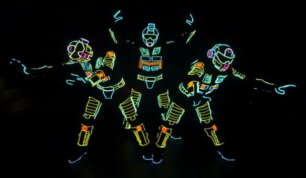 iLuminate - electrifying entertainers who perform in the dark